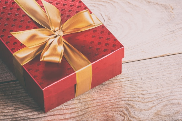 Pudełko prezentowe z satynową wstążką