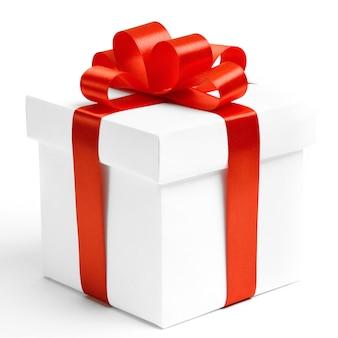 Pudełko prezentowe ze wstążką jak prezent.