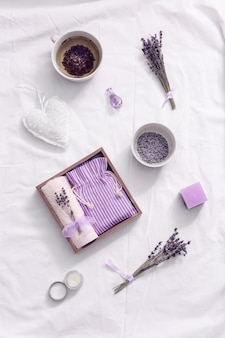 Pudełko upominkowe wellness ze zdrową ziołową herbatą lawendową zapach lawendy poprawia sen