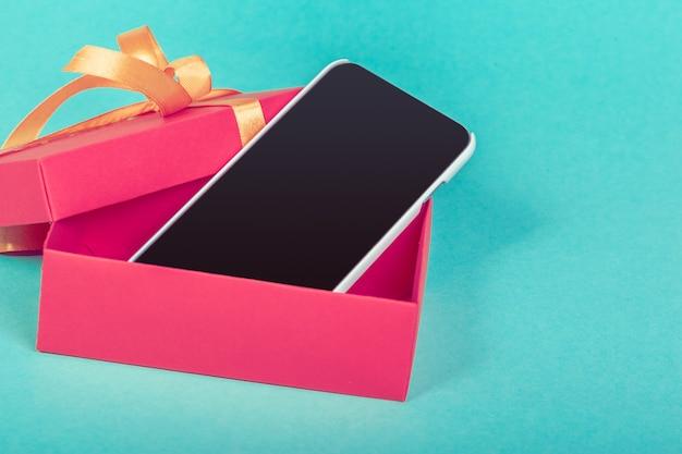Pudełko valentine z telefonem