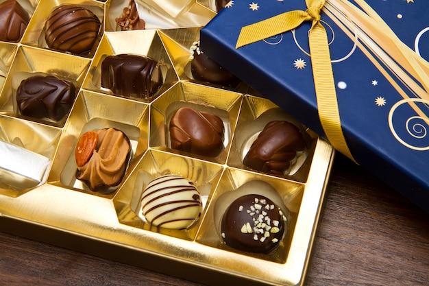 Pudełko wypełnione czekoladkami