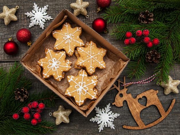 Pudełko z ciasteczkami świątecznymi