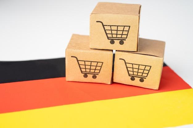 Pudełko z logo koszyka i flagą niemiec.