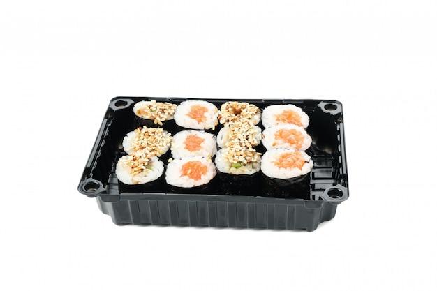 Pudełko z sushi na białym tle