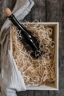 Pudełko ze słomy usługi wino czarne opakowanie do przechowywania w tle drewna