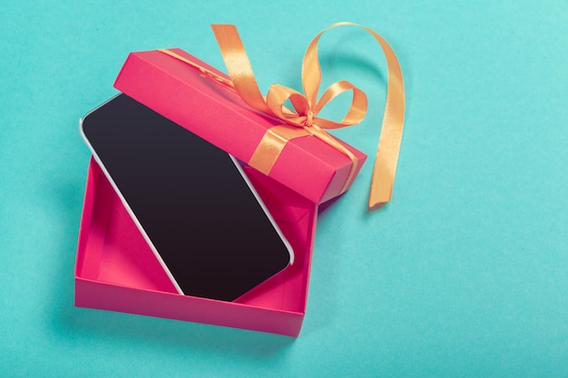 Pudełko ze smartfonem