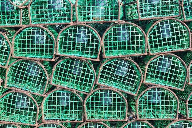 Pułapki na połów ośmiornic i ryb, zbliżenie.