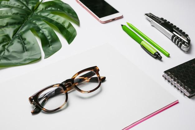 Pulpit biurowy z okularami