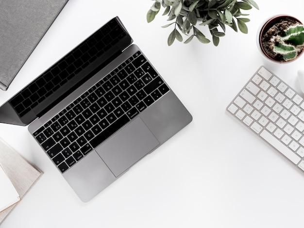 Pulpit z laptopem