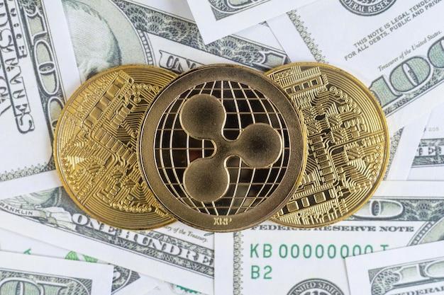 Pulsuj złote monety kryptowaluty i banknot dolarowy w tle