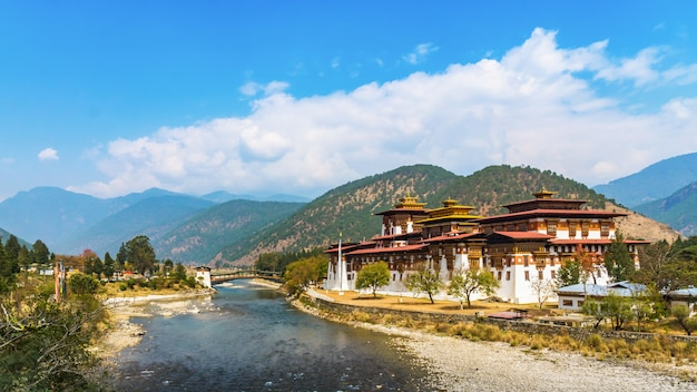 Punakha klasztor dzong w bhutan asia jeden z największych klasztorów w azji
