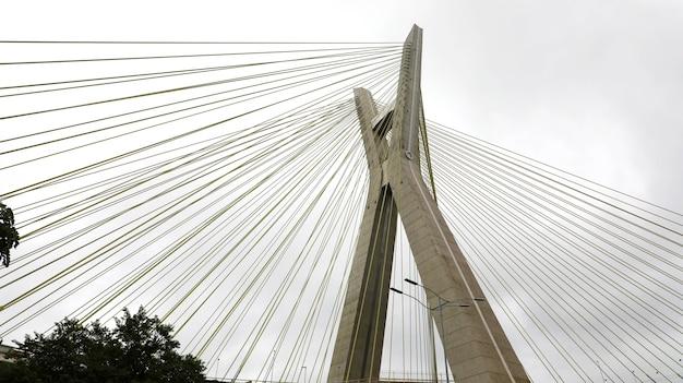 Punkt orientacyjny miasta sao paulo estaiada bridge w brazylii