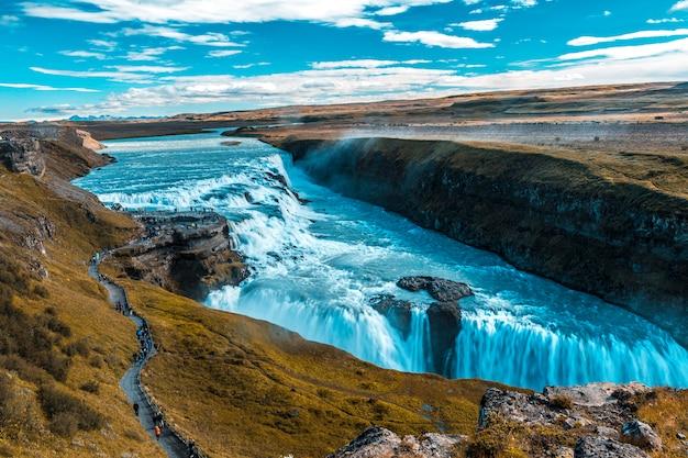 Punkt widokowy na wodospad gullfoss w złotym kręgu na południu islandii
