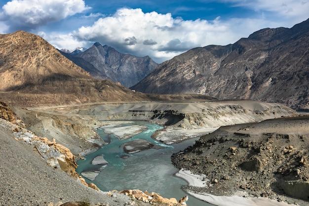 Punkt widokowy skrzyżowania trzech pasm górskich pakistan