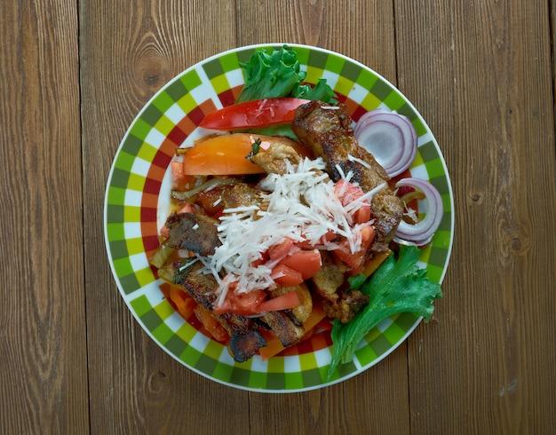 Puntas ã â´ã âµ filet regionalna meksykańska potrawa jest zrobiona z polędwicy wołowej z użyciem zielonych papryczek serrano