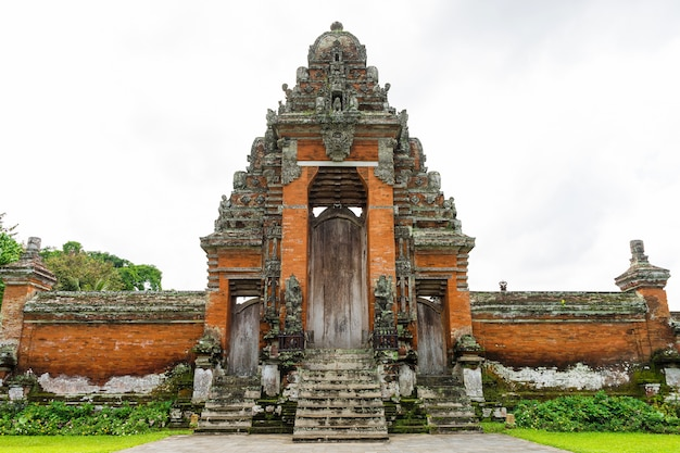 Pura taman ayun, hinduska świątynia na bali, indonezja
