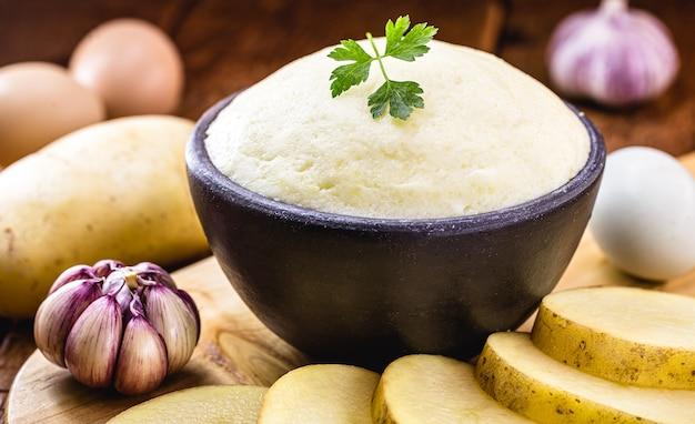 Puree ziemniaczane, krem ziemniaczany w rustykalnej kuchni