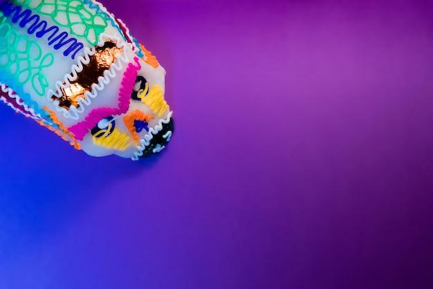 Purpurowa papierowa i cukrowa czaszka
