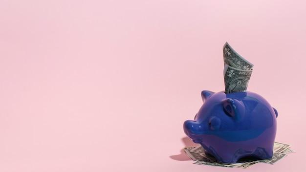 Purpurowy skarbonka z miejsca na kopię