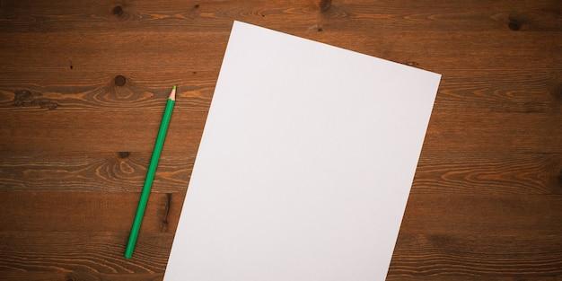 Pusta biała kartka i ołówek do rysowania