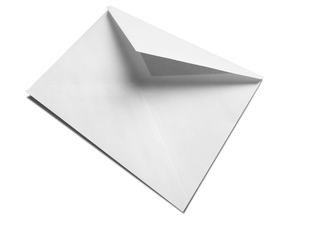 Pusta biała koperta na białym tle