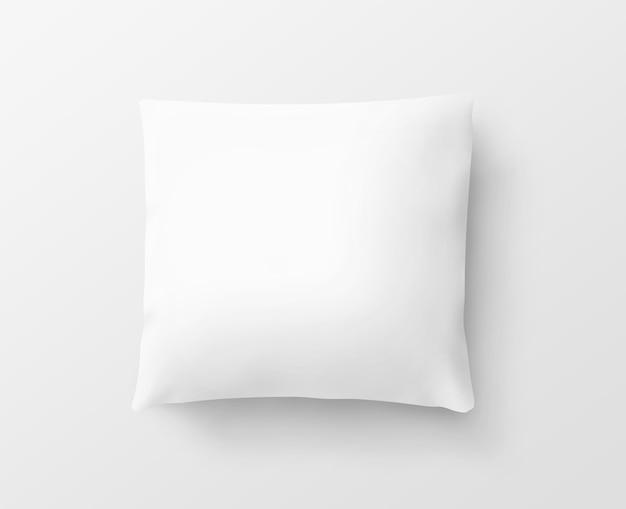 Pusta biała poszewka na poduszkę na białym tle