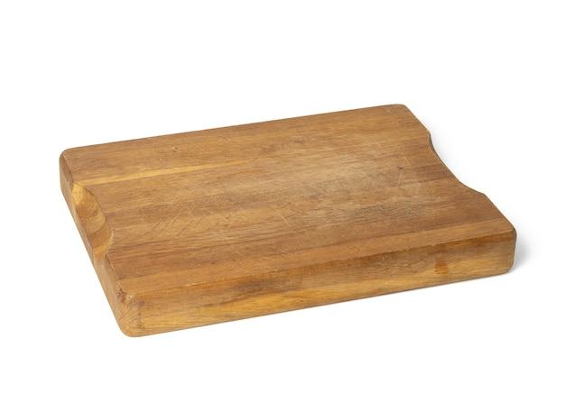 Pusta brązowa prostokątna drewniana deska kuchenna do krojenia na białym tle
