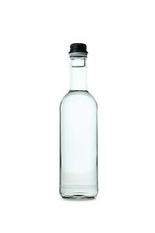 Pusta butelka wódki na białym tle
