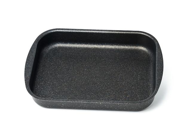 Pusta czarna prostokątna nieprzywierająca taca piekarnika na białym tle, widok z góry