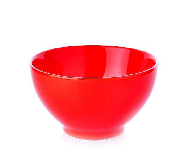 Pusta czerwona miska na białym tle