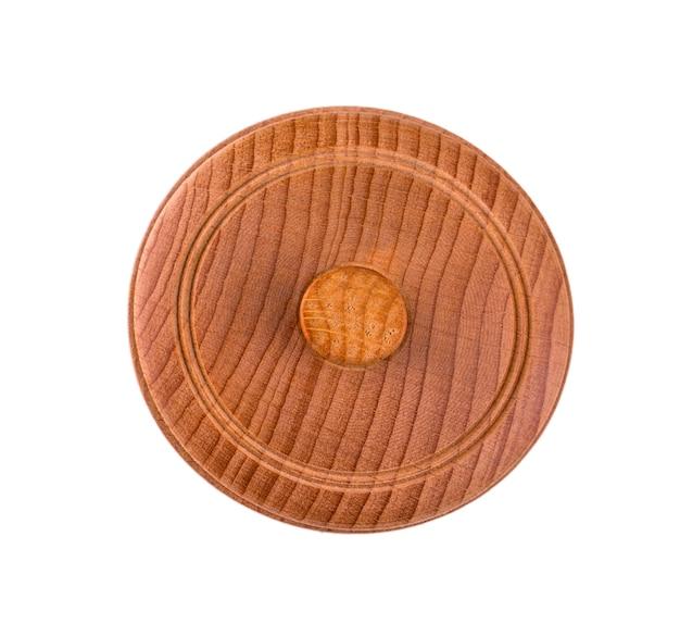Pusta drewniana miska z pokrywką na białym tle. widok z góry