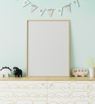 Pusta drewniana ramka plakatowa makieta we wnętrzu pokoju dziecięcego z jasnoniebieską ścianą i flagami wianek dziecko, komoda z nadrukiem samochodu, zabawki, wnętrze pokoju zabaw, renderowanie 3d