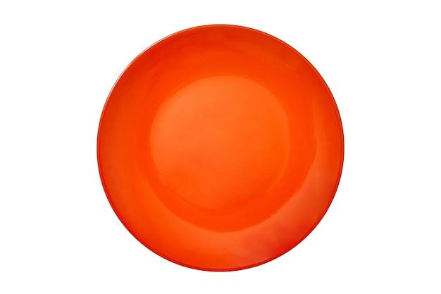 Pusta duża okrągła płyta ceramiczna o jasnopomarańczowym kolorze do jedzenia na białym odosobnionym tle