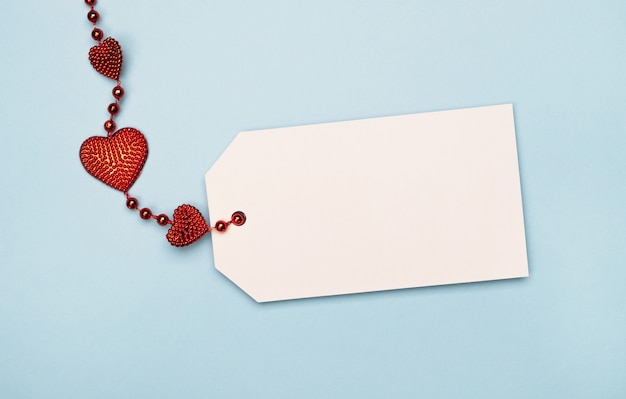 Pusta karta tag dla tekstu z czerwonym sercem.