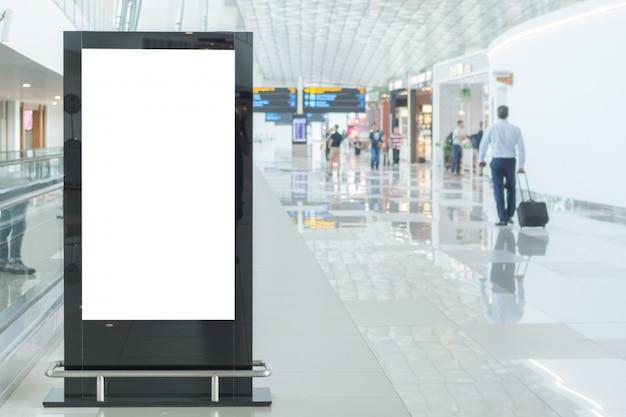 Pusta makieta billboardu na lotnisku