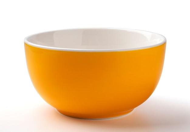 Pusta miska kolor pomarańczowy na białym tle