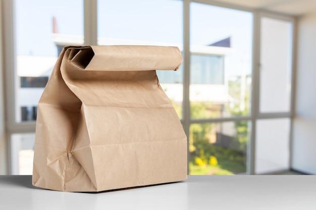 Pusta papierowa torba