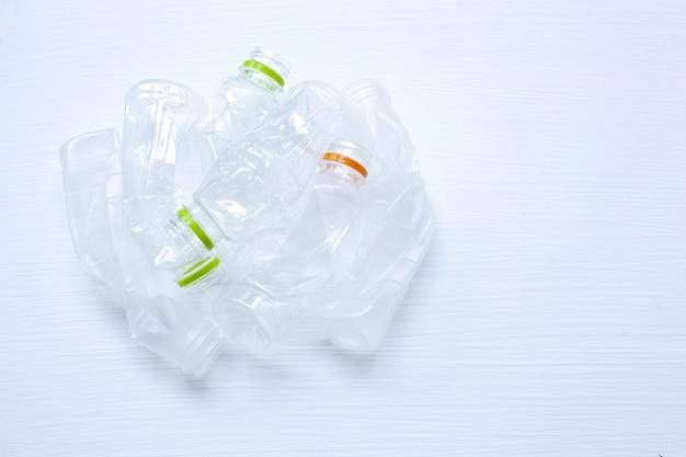 Pusta plastikowa bidon dla przetwarzać odizolowywam