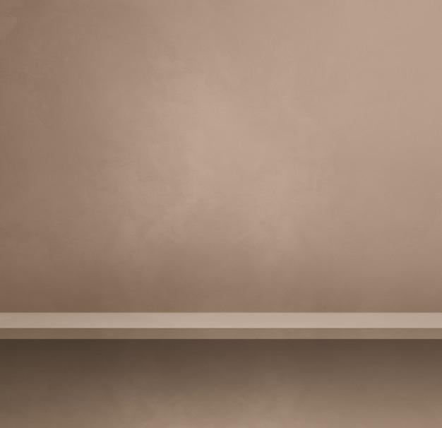 Pusta półka na beżowej ścianie. scena szablonu tła. kwadratowy baner
