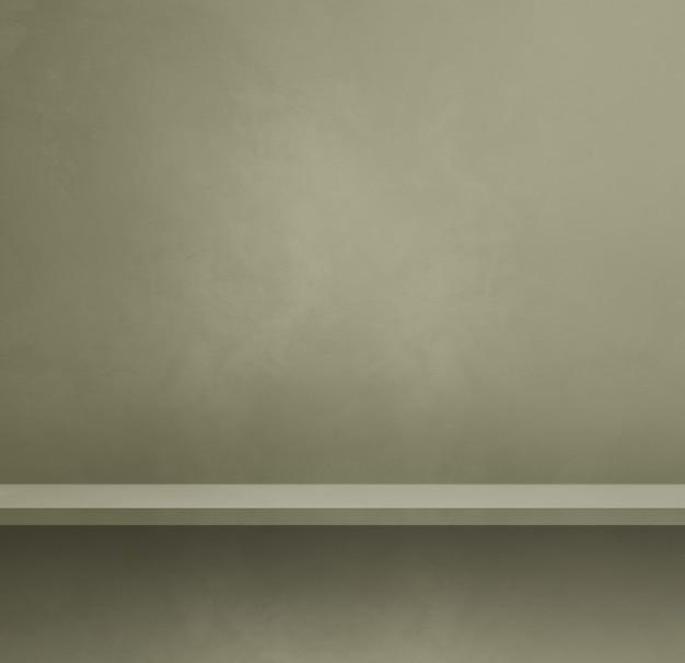 Pusta półka na przyciemnionej szarej ścianie. scena szablonu tła. kwadratowy baner
