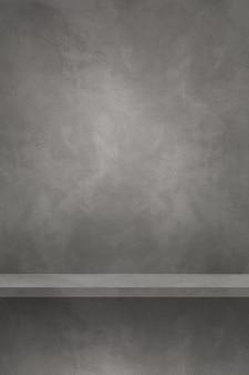 Pusta półka na szarej ścianie. scena szablonu tła. pionowe tło