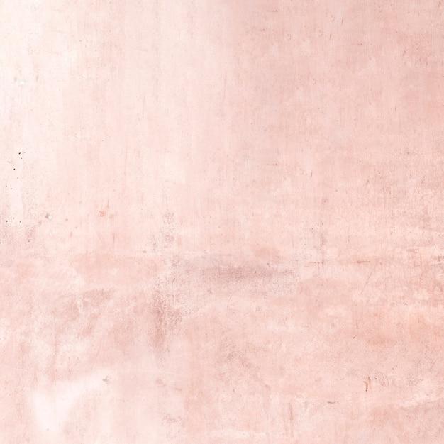 Pusta porysowana różowa teksturowana ściana