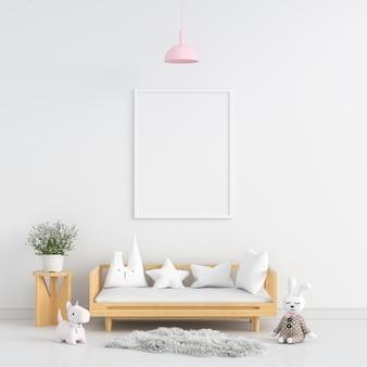 Pusta ramka na zdjęcia w białym pokoju dziecięcym