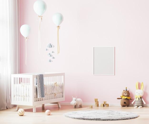 Pusta ramka plakatowa na różowej ścianie w tle wnętrza pokoju dziecinnego z pościelą dla dziecka