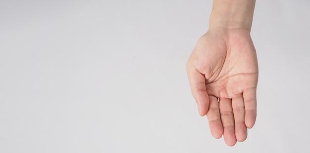 Pusta ręka męska na białym tle.