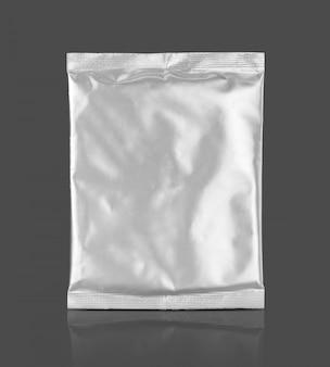 Pusta saszetka z folii aluminiowej na izolowany produkt