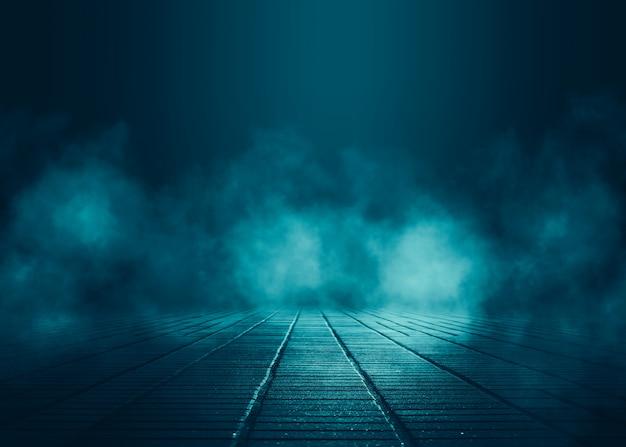 Pusta scena w tle. ciemne odbicie ulicy na mokrym asfalcie. promienie neonowego światła w ciemności, neonowe postacie, dym. tło pustej scenie. streszczenie ciemnym tle.