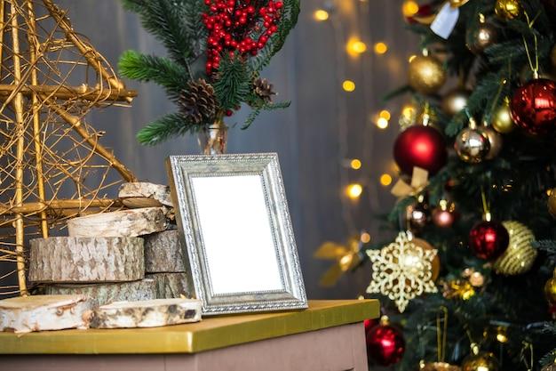 Pusta srebrna ramka na zdjęcia na boże narodzenie