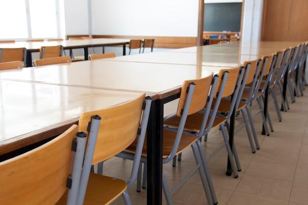 Pusta stołówka szkolna