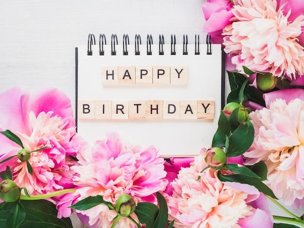 Pusta strona notatnik z życzeniami urodzinowymi